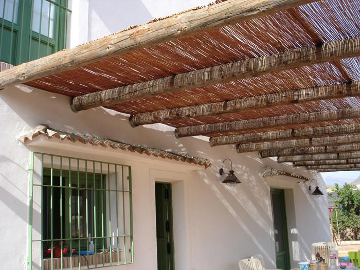 P rgolas de madera en almer a equindagro sl for Materiales para techos de madera